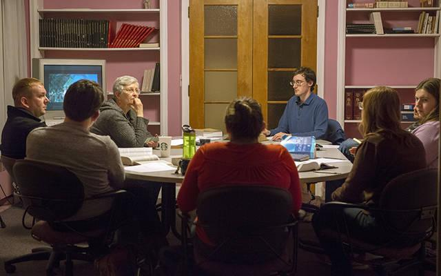 <p>Sue Howard leads a group discussion on the real presence of Christ in the Eucharist Feb. 19 at Blessed Sacrament Church in Rochester.  (Courier photo by Jeff Witherow) </p>