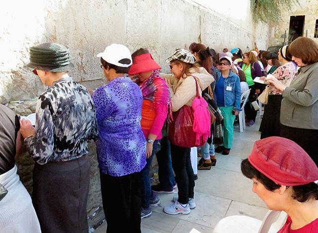Praying at Western Wall a 'holy experience' | Catholic News