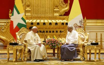 <p>Pope Francis meets Myanmar's President Htin Kyaw during a courtesy visit in the presidential palace in Naypyitaw, Myanmar, Nov. 28.  </p>