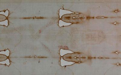 A detail view of the Shroud of Turin is seen in 2015 during a preview for journalists at the Cathedral of St. John the Baptist in Turin, Italy. A leading expert on the cloth, believed to be the burial shroud of Jesus, dismissed a new study claiming that blood patterns on the shroud are not consistent with those left by a crucified person. (CNS photo by Paul Haring)