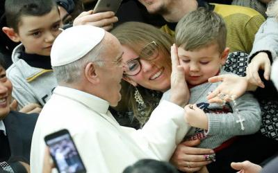<p>Pope Francis greets a child during his general audience Jan. 3 in Paul VI hall at the Vatican.  </p>