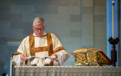 <p>Deacon Edward Giblin prepares the altar during the Diocese of Rochester's sesquicentennial Mass at Sacred Heart Cathedral Sept. 22, 2017. Deacon Giblin is director of the diocese's Office of the Permanent Diaconate. (File photo) </p>