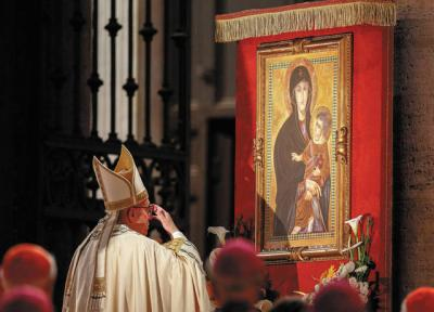 <p>Pope Francis venerates a Marian image in 2016. A new Marian feast the pope has instituted will be celebrated on the Monday after Pentecost.  </p>