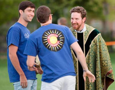 <p>Father Peter Mussett, of St. Thomas Aquinas Catholic Center at the University of Colorado Boulder, chats with Fellowship of Catholic University Students missionaries on the campus in 2014.  </p>